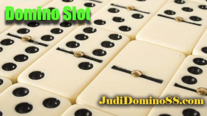 Domino Slot